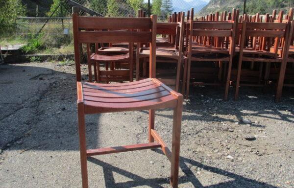 arrivage de 73 chaises en bois