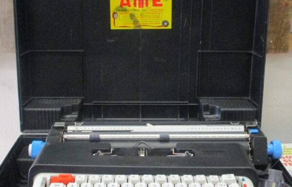 Machine à écrire «OLIVETTI LETTERA» 36